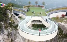 Thú vị cây cầu kính ở Trung Quốc