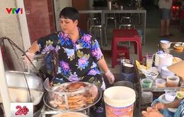 Bán đồ ăn không đeo găng tay sẽ bị phạt tiền: Nhiều người dân ủng hộ