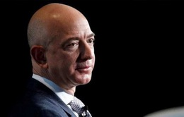 """Ông chủ Amazon """"thủng túi"""" hơn 19 tỷ USD chỉ trong 2 ngày"""