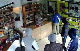 """Quay lại cửa hàng ăn cướp vì được chủ quầy hẹn """"chiều nay hẵng đến"""""""