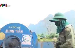 Quảng Bình: Đồng bào Rục cùng bộ đội biên phòng vui mùa lúa mới