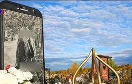 Nga: Cha lập bia mộ hình iPhone cho con gái