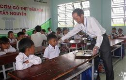 """Thầy giáo mắc bệnh hiểm nghèo mang cả """"gia tài"""" đi xây bếp ăn cho học sinh vùng cao"""