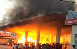 TP.HCM: Cháy cây xăng trên đường Phan Văn Hớn do bắn tia lửa khoan bê tông
