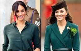 Hai công nương nước Anh thanh lịch với trang phục màu xanh