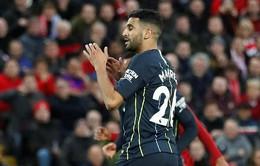 Thầy không trách, Mahrez vẫn ra sức phân bua về quả penalty hỏng ăn