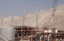 Lượng dầu xuất khẩu của Iran giảm mạnh trong tuần đầu tháng 10