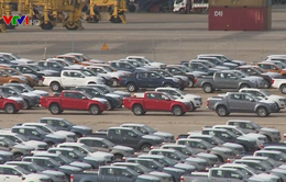 Để nhận ô tô sớm, nhiều khách hàng bị ép mua thêm phụ kiện