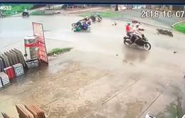 2 xe máy đối đầu kinh hoàng, 4 thanh niên gặp nạn