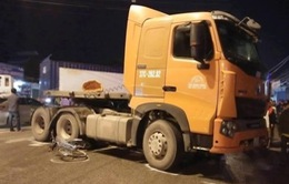 Nghệ An: Container cuốn 2 xe đạp, 1 học sinh tử vong