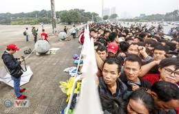 VIDEO: Hàng dài người hâm mộ xếp hàng mua vé trận ĐT Việt Nam - ĐT Malaysia