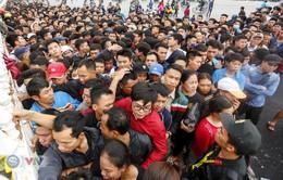 Hàng nghìn người chen nhau mua vé xem trận ĐT Việt Nam - ĐT Malaysia