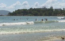 Tắm biển mùa biển động: Cảnh báo những tai nạn khó lường