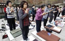 Hàn Quốc: Hàng nghìn phụ huynh cầu nguyện cho con thi đỗ đại học