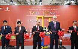 Thủ tướng Nguyễn Xuân Phúc dự lễ khai mạc Tuần lễ hàng Việt Nam tại Singapore