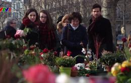 Pháp tổ chức nhiều hoạt động tưởng niệm nạn nhân vụ khủng bố tại Paris