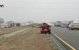 Lật xe bus tại Mỹ, 2 người thiệt mạng