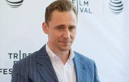 Bất ngờ tung clip khóc, Tom Hiddleston hé lộ dự án phim mới