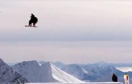 VĐV nữ đầu tiên thực hiện cú nhảy lộn 3 vòng trên không