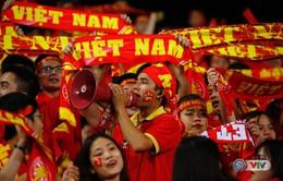 ẢNH: Rực rỡ sắc màu của các CĐV Việt Nam trên khán đài sân Mỹ Đình