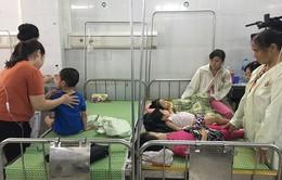Học sinh nhập viện do ngộ độc thực phẩm: Cảnh báo tình trạng mất an toàn bếp ăn trường học