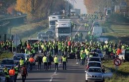 1.000 cuộc biểu tình phản đối tăng thuế nhiên liệu tại Pháp