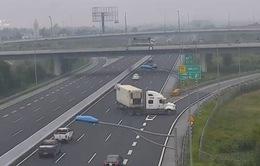 Chạy ngược chiều trên cao tốc: Nguy hiểm khôn lường!