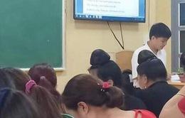 Thầy giáo vùng cao miệt mài truyền dạy tiếng, chữ dân tộc