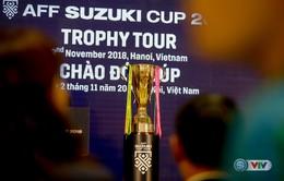 Đông đảo khán giả Hà Nội tận mắt chiêm ngưỡng cúp vàng AFF Cup