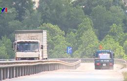 Nhiều biển báo bất hợp lý trên Quốc lộ 18, người tham gia giao thông gặp khó