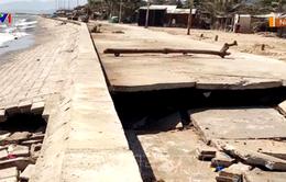 Sóng biển xâm thực gây sạt lở nghiêm trọng nhiều tuyến đê ven biển Ninh Thuận