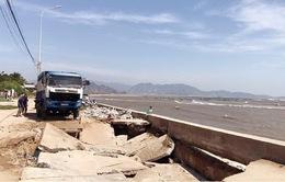 Sụt lún nghiêm trọng đê kè chắn sóng, đe doạ hơn 300 hộ dân ở Ninh Thuận