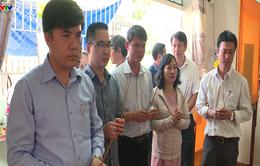 Bộ Giáo dục - Đào tạo thăm các gia đình bị thiệt hại do sạt lở tại Nha Trang