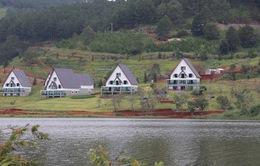 Hồ Tuyền Lâm bị xâm phạm bởi hàng chục nhà gỗ