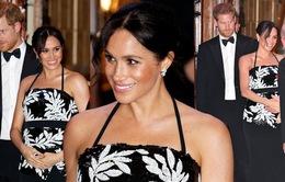 Mặc váy kín đáo, Công nương Meghan vẫn bị đội ngũ Hoàng gia nhắc nhở