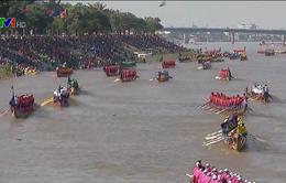 Tưng bừng lễ hội đua thuyền truyền thống tại Campuchia