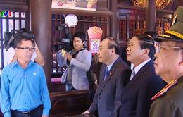 Thủ tướng Nguyễn Xuân Phúc thăm Đền thờ lãnh tụ Nguyễn Đức Cảnh
