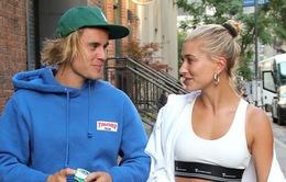 Justin Bieber úp bánh kem lên mặt Hailey Baldwin trong ngày sinh nhật