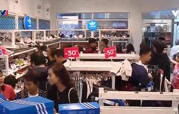 Khách hàng trong ngày mua sắm Black Friday 2018 tại Hà Nội và TP.HCM tăng mạnh