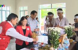 Hội Chữ thập đỏ Việt Nam thăm bà con bị thiệt hại do lũ ở Nha Trang