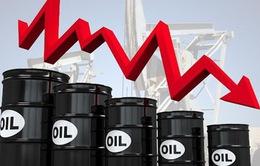 Giá dầu thế giới xuống mức thấp nhất trong 1 năm qua