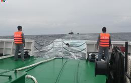 Tàu KN 364 cứu nạn ngư dân 02 tàu cá QNg 98122TS và QNg 98130TS