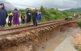 Ảnh hưởng bão số 9, đường sắt Bắc - Nam tê liệt vì sạt lở