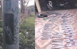 Bắt quả tang 2 đối tượng trộm nắp ốp cột đèn chiếu sáng trên Đại lộ Thăng Long