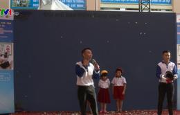 Honda Việt Nam trao tặng mũ bảo hiểm cho học sinh TP.HCM