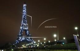 Đoạn cầu thang của tháp Eiffel được bán với giá 170.000 Euro
