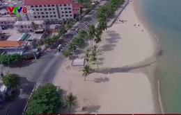 Tái diễn tình trạng nước xả thải thẳng ra bãi tắm Hòn Chồng (Nha Trang)