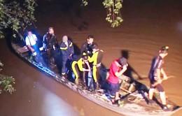 Vĩnh Long: Va quệt xe trên cầu, một bé gái rơi xuống sông mất tích