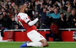 Lacazette xử lý tinh tế gỡ hòa cho Arsenal trước Liverpool