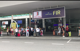 Hàng trăm taxi đình công, khách ở sân bay Đà Nẵng ùn ứ